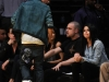 thumbs justin selena pussas lakers spurs match 09 Justin och Selena pussades under matchen mellan Lakers vs Spurs [bilder+video]