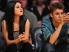 thumbs justin selena pussas lakers spurs match 14 Justin och Selena pussades under matchen mellan Lakers vs Spurs [bilder+video]