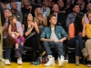 thumbs justin selena pussas lakers spurs match 16 Justin och Selena pussades under matchen mellan Lakers vs Spurs [bilder+video]
