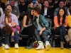 thumbs justin selena pussas lakers spurs match 17 Justin och Selena pussades under matchen mellan Lakers vs Spurs [bilder+video]