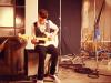 thumbs spelar gitarr Justin Bieber bilder