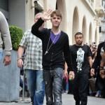 bieber vinkade fans paris 06 150x150 Bieber vinkade till sina fans @ [bilder]
