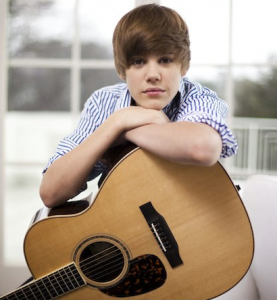 justin bieber gitarr 277x300 Justin Bieber och Ashton Kutcher i filmen What Would Kenny Do?