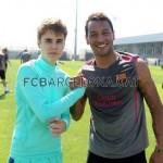 justin bieber fotboll barcelona 07 150x150 Justin spelar fotboll med Barcelona [bilder & videor]