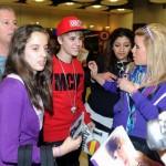 justin bieber madrid flygplats 06 150x150 Bieber anländer till flygplatsen i Madrid!