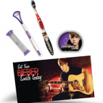 justin bieber reseset necessar 150x150 Justin Bieber saker: sjungande tandborstar, tandtråd mm