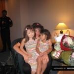 justin bieber selena gomez malaysia barn 03 150x150 Justin och Selena tar kort med barn i Malaysia