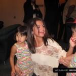 justin bieber selena gomez malaysia barn 05 150x150 Justin och Selena tar kort med barn i Malaysia