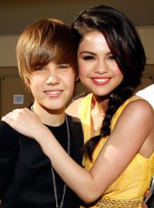 justin selena 222x300 Selena Gomez om Justin i intervju i Seventeen Magazine