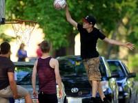 Justin Bieber sport: basket slam dunk
