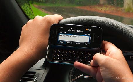justin bieber smsa kora bil Justin Bieber uppmanar fans att inte SMS:a och köra