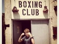 Instagram: Justin utanför boxningsklubb