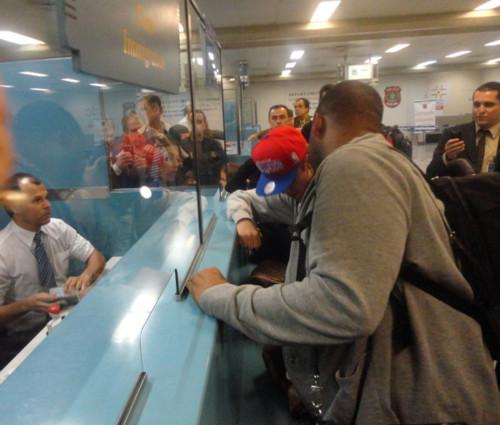 justin bieber galeao airport rio de janeiro 02 Justin Bieber på Galeao Airport @ Rio de Janeiro [bilder]