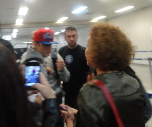 justin bieber galeao airport rio de janeiro 03 Justin Bieber på Galeao Airport @ Rio de Janeiro [bilder]