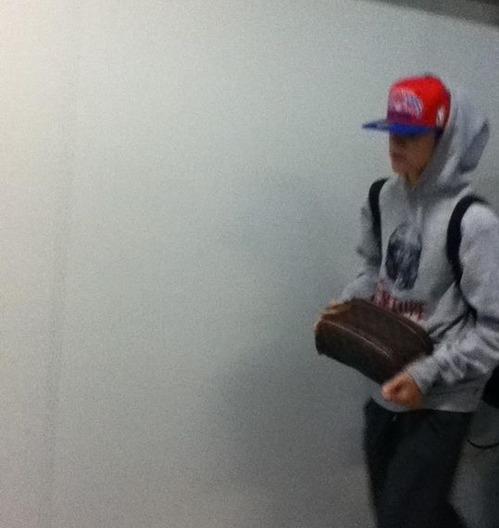 justin bieber galeao airport rio de janeiro Justin Bieber på Galeao Airport @ Rio de Janeiro [bilder]