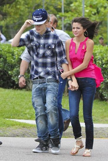 justin selena helikopter brasilien 06 Justin Bieber & Selena Gomez åker helikopter @ Brasilien [bilder]
