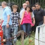 justin selena helikopter brasilien 11 150x150 Justin Bieber & Selena Gomez åker helikopter @ Brasilien [bilder]