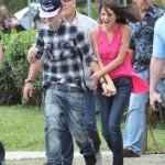 justin selena helikopter brasilien 14 150x150 Justin Bieber & Selena Gomez åker helikopter @ Brasilien [bilder]