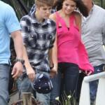 justin selena helikopter brasilien 17 150x150 Justin Bieber & Selena Gomez åker helikopter @ Brasilien [bilder]