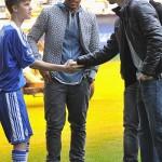 justin bieber fotboll chelsea 04 150x150 Justin Bieber spelar fotboll med Chelsea [bilder]