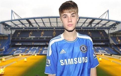 Justin Bieber spelar fotboll med Chelsea [bilder]
