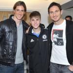 justin bieber fotboll chelsea 10 150x150 Justin Bieber spelar fotboll med Chelsea [bilder]