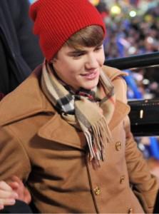 justin bieber nyar 2012 05 223x300 Bieber på nyårsafton @ Times Square i New York
