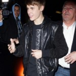 justin bieber paparazzi la 150x150 Justin Bieber i Los Angeles [bilder]
