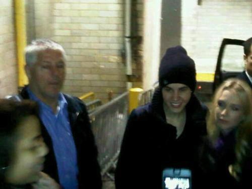 justin bieber skridskor alfredo flores 02 Justin Bieber åker skridskor med Alfredo Flores [bilder]