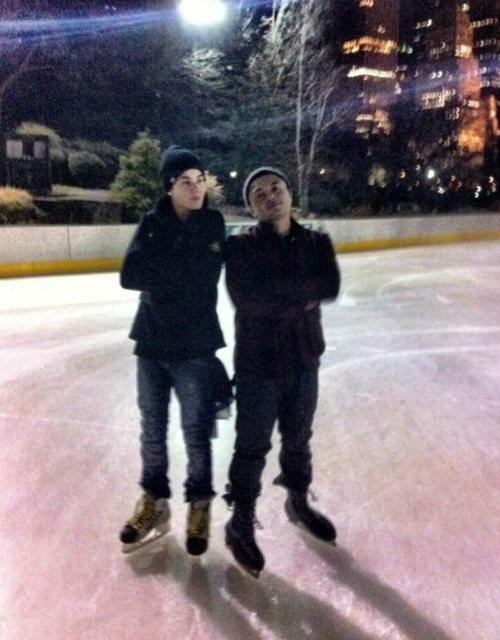 justin bieber skridskor alfredo flores Justin Bieber åker skridskor med Alfredo Flores [bilder]