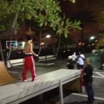 bieber skateboard 02 150x150 Justin skatar i bar överkropp [bilder+video]