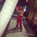 bieber skateboard 06 150x150 Justin skatar i bar överkropp [bilder+video]