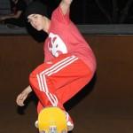 bieber skateboard 09 150x150 Justin skatar i bar överkropp [bilder+video]