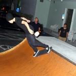 bieber skateboard 16 150x150 Justin skatar i bar överkropp [bilder+video]
