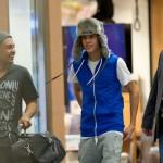 justin bieber lax 07 150x150 Justin gömmer ansiktet @ Los Angeles LAX