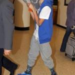 justin bieber lax 13 150x150 Justin gömmer ansiktet @ Los Angeles LAX