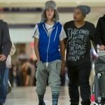 justin bieber lax 16 150x150 Justin gömmer ansiktet @ Los Angeles LAX