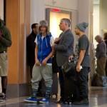 justin bieber lax 18 150x150 Justin gömmer ansiktet @ Los Angeles LAX