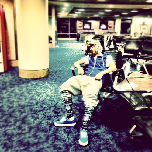 justin bieber sleeping at the airport Justin sover på flygplatsen