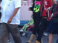 Justin med familj och Selena på Disneyland