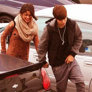 justin selena frukost ihop encino los angeles 300x300 Justin & Selena på väg till iHop för frukost [bilder]