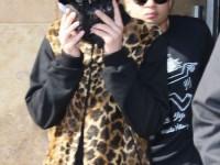 Bieber döljer ansiktet när han lämnar dansskola