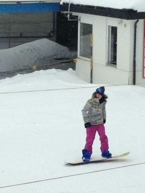 justin bieber snowboard alperna 02 Justin snowboardar i Alperna [bilder]